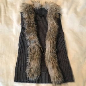 Guess vest with faux fur